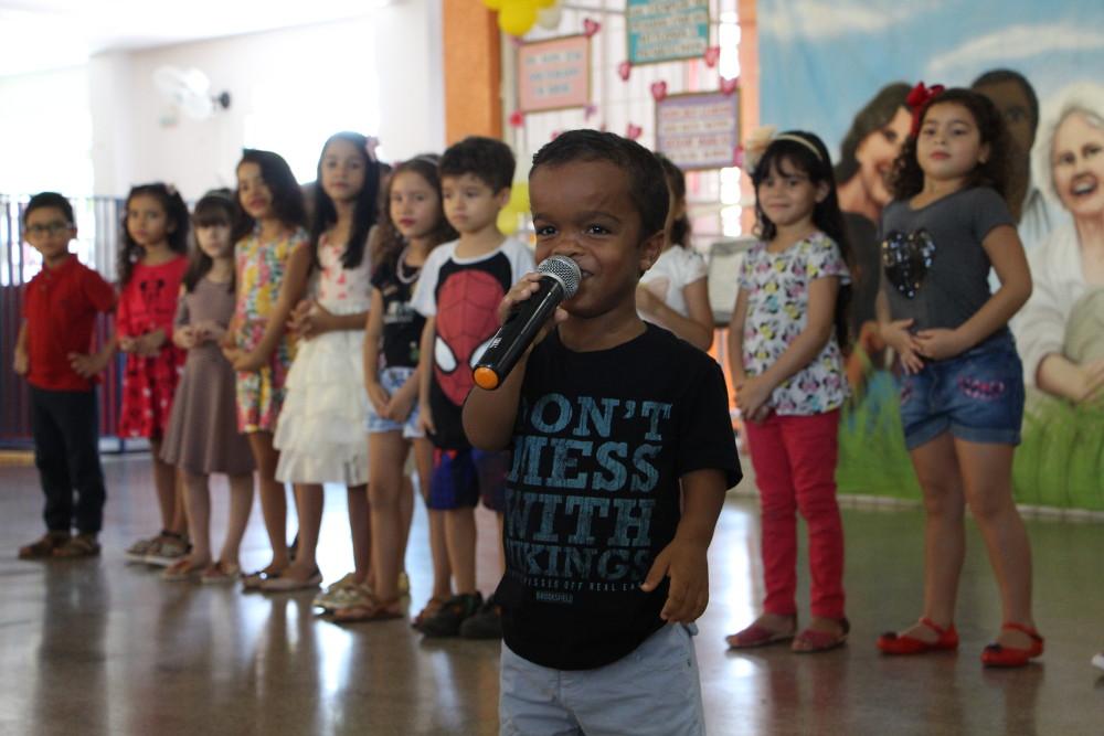 Momento de homenagens com os alunos